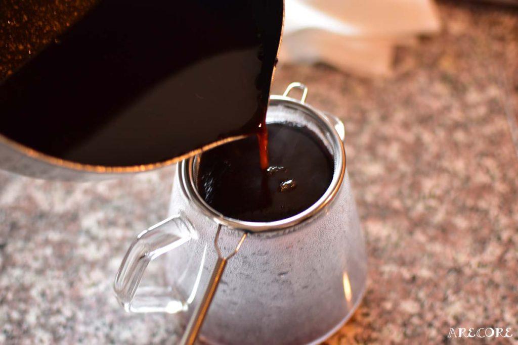 茶漉しで漉します